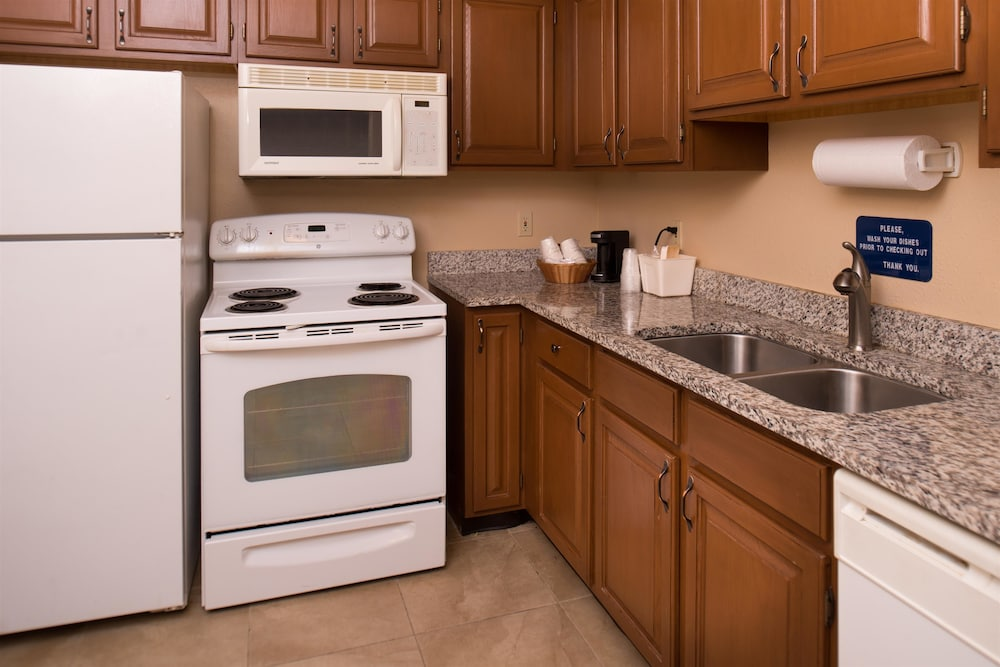 Private Kitchen, Best Western Ambassador Inn & Suites