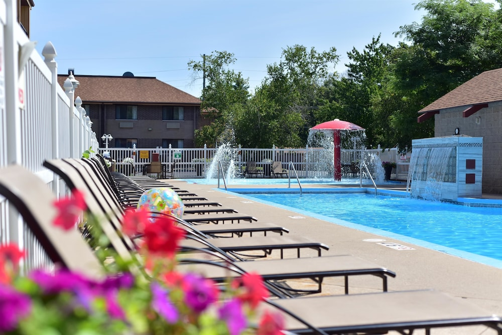 Pool, Best Western Ambassador Inn & Suites