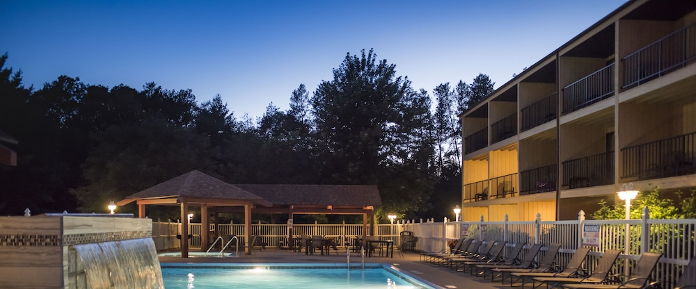 Outdoor Pool, Best Western Ambassador Inn & Suites