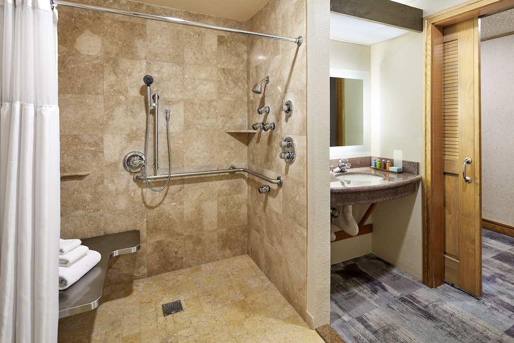 Bathroom, Cavalier Oceanfront Resort