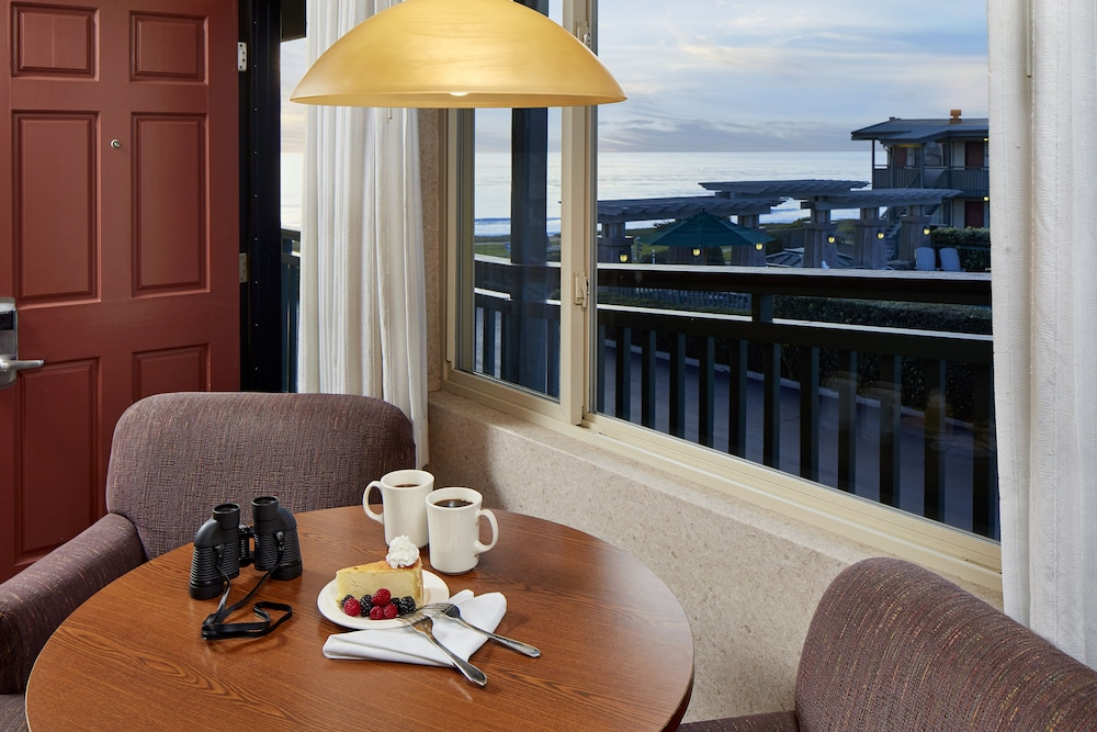 In-Room Dining, Cavalier Oceanfront Resort