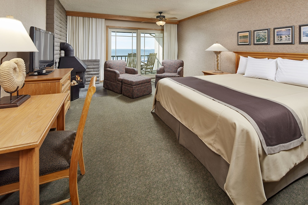 Room, Cavalier Oceanfront Resort