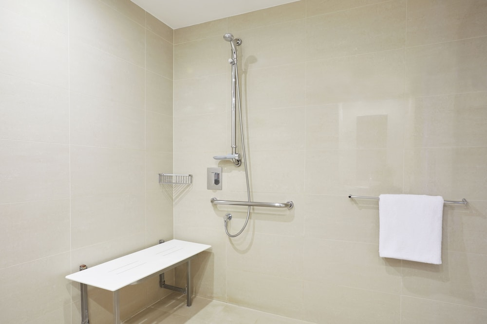 Accessible bathroom, Novotel Perth Langley