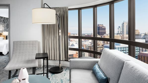 1 間臥室、高級寢具、特厚豪華床墊、書桌