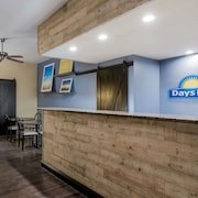 Days Inn & Suites by Wyndham Lodi