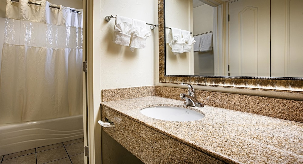 Days inn suites lodi deals reviews lodi usa wotif for H bathrooms stockton