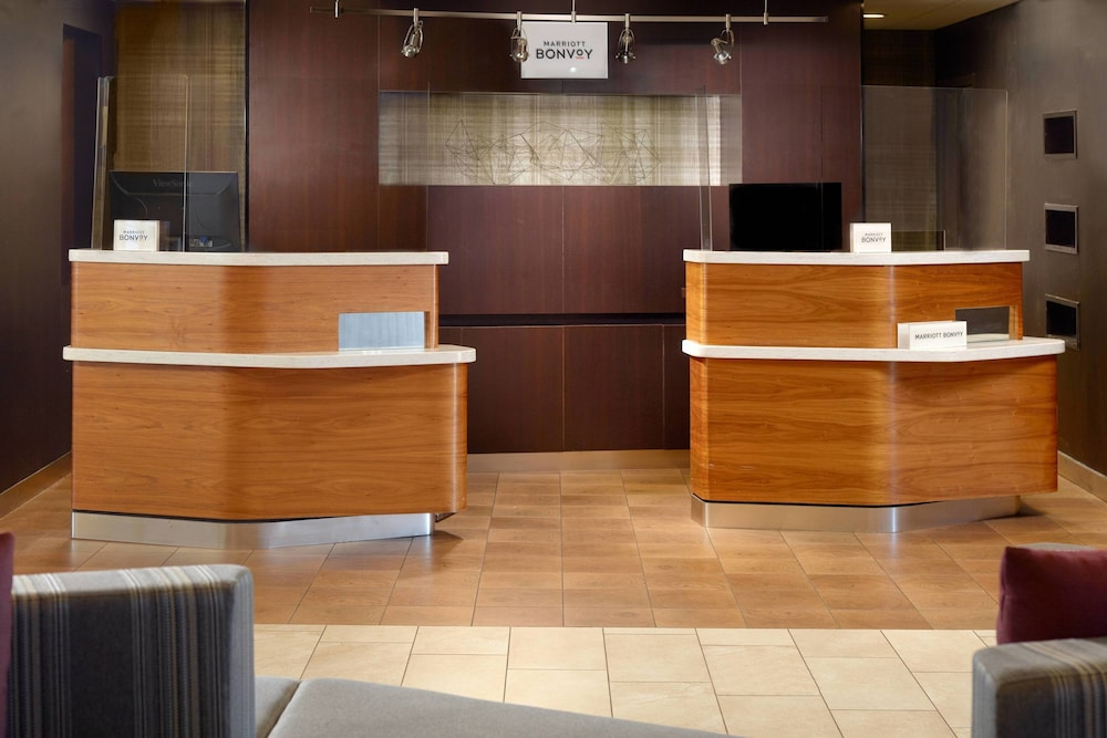 Interior, Courtyard by Marriott Greenville Haywood Mall