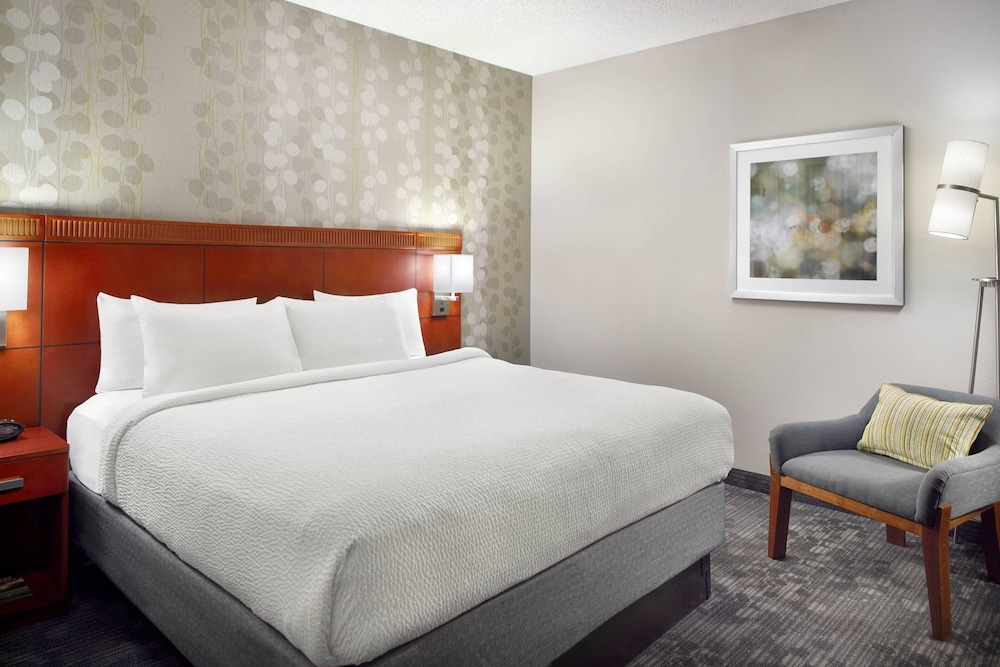 Room, Courtyard by Marriott Greenville Haywood Mall