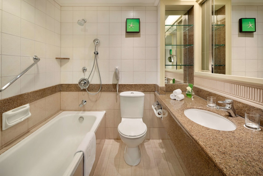 Bathroom, Golden Sands Resort by Shangri-La, Penang