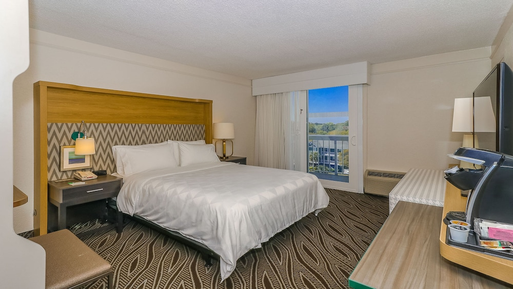 Room, Holiday Inn Oceanfront at Surfside Beach, an IHG Hotel