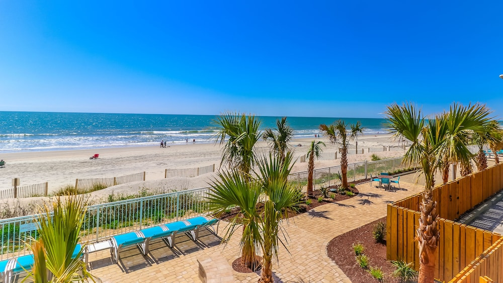 Outdoor Pool, Holiday Inn Oceanfront at Surfside Beach, an IHG Hotel
