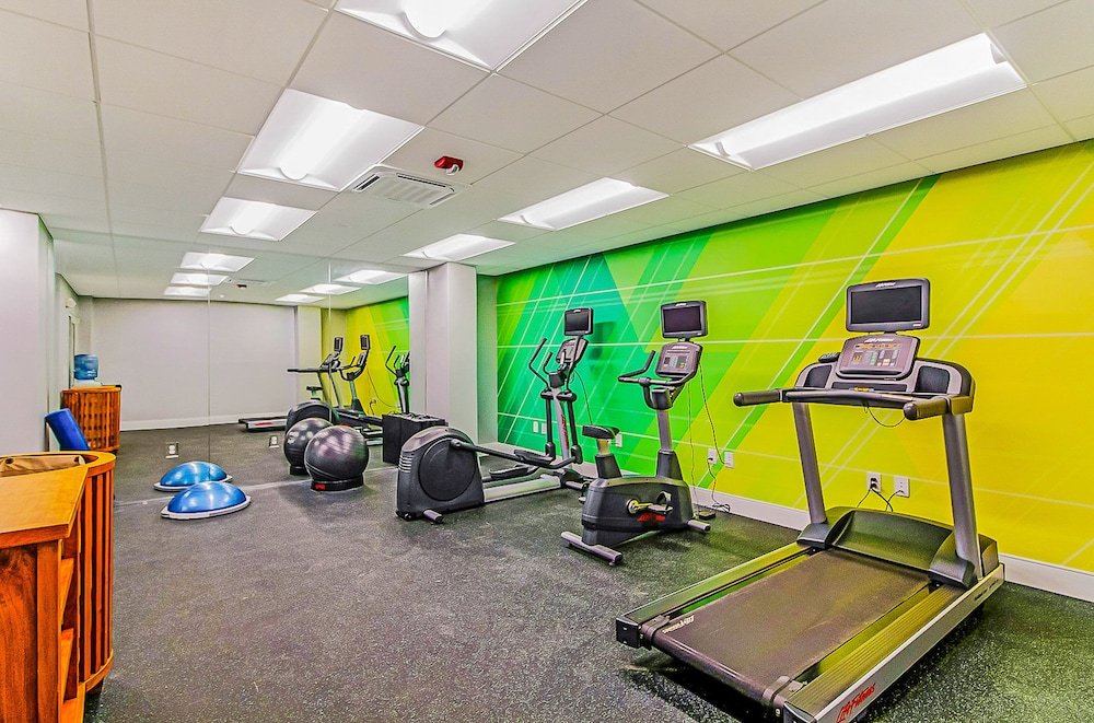 Fitness Facility, Holiday Inn Oceanfront at Surfside Beach, an IHG Hotel