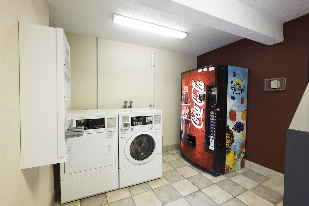 Laundry, Red Roof Inn PLUS+ Wilmington - Newark