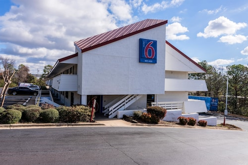 Check Expedia for Availability of Motel 6 Birmingham