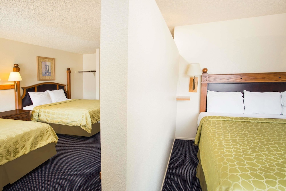 Room, Travelodge by Wyndham Indio