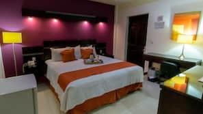 1 dormitorio, edredones de plumas, caja fuerte y escritorio