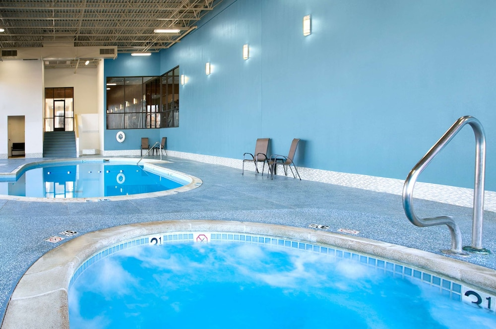 Indoor Pool, Aviator Hotel & Suites, BW Signature Collection
