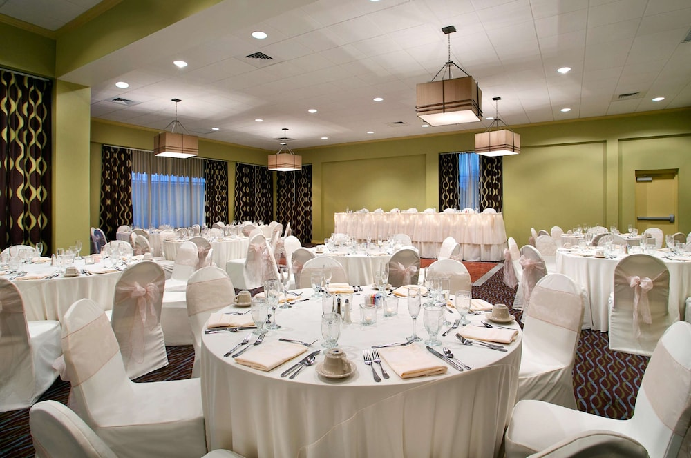 Indoor Wedding, Aviator Hotel & Suites, BW Signature Collection