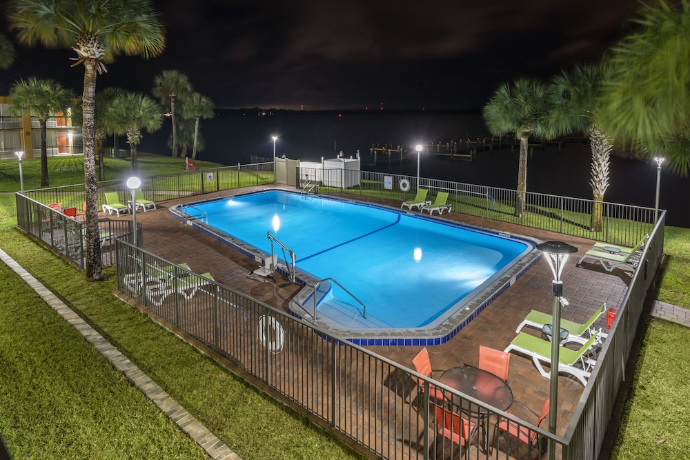 Indoor Pool, Quality Inn And Suites Riverfront