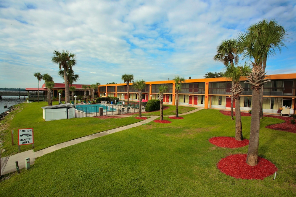Courtyard, Quality Inn And Suites Riverfront