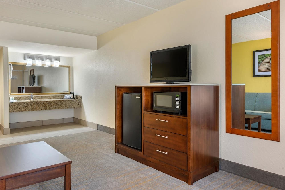 Room, Quality Inn And Suites Riverfront