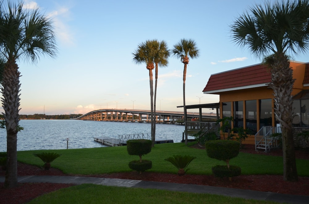 View from Property, Quality Inn And Suites Riverfront