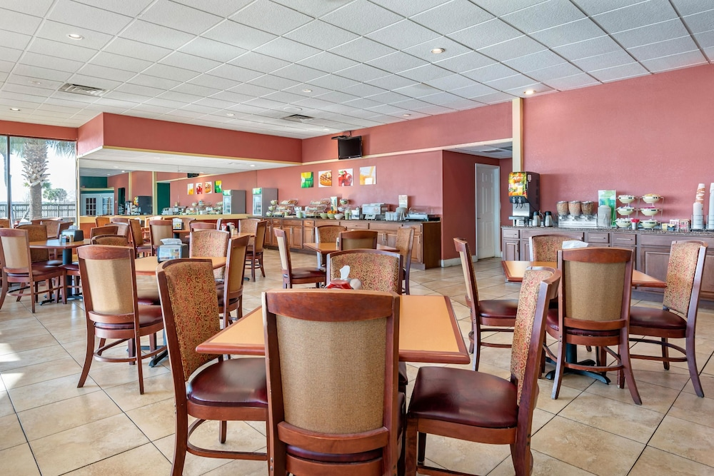 Breakfast Area, Quality Inn And Suites Riverfront