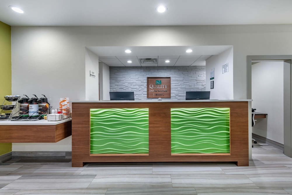 Lobby, Quality Inn And Suites Riverfront