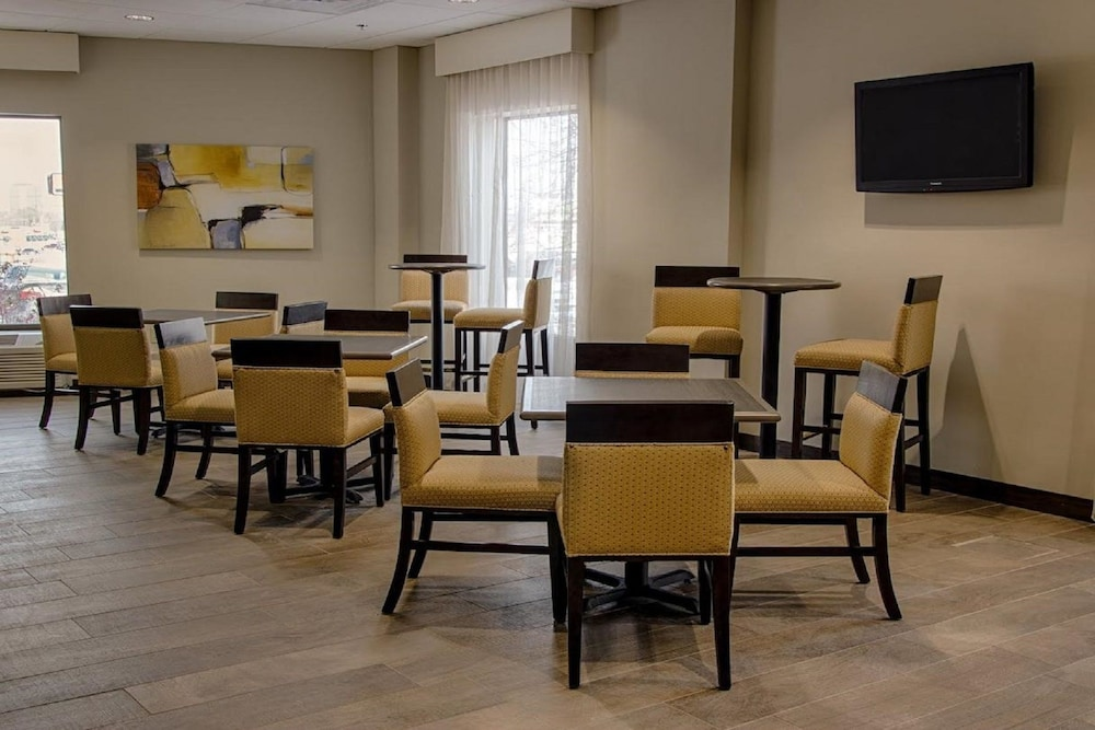 Breakfast Area, Ramada by Wyndham Rochester Mayo Clinic Area