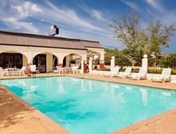 Days Inn And Suites Starkville Deals Reviews Starkville Usa Wotif