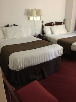 Suite, 2 Double Beds (2 Double Beds and One Day Bed) - Guestroom