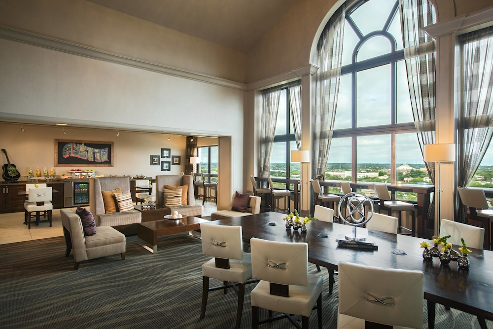 Executive Lounge, Renaissance Austin Hotel