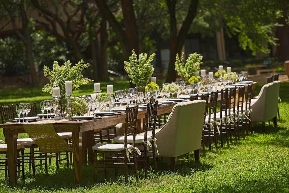Outdoor Wedding Area, Renaissance Austin Hotel