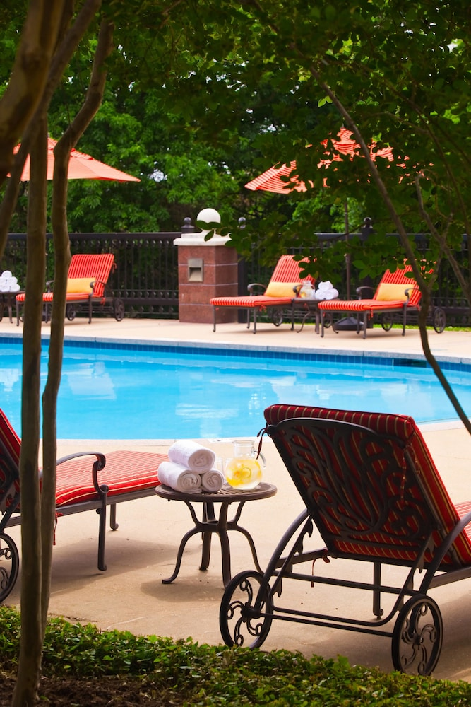 Outdoor Pool, Renaissance Austin Hotel