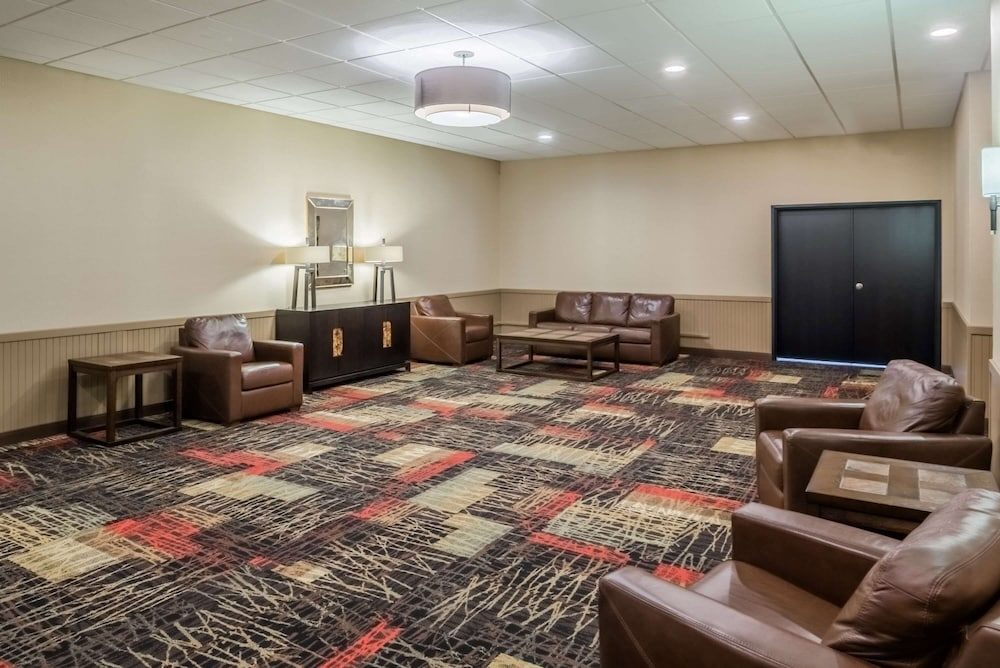 Lobby, Ramada by Wyndham Grand Forks