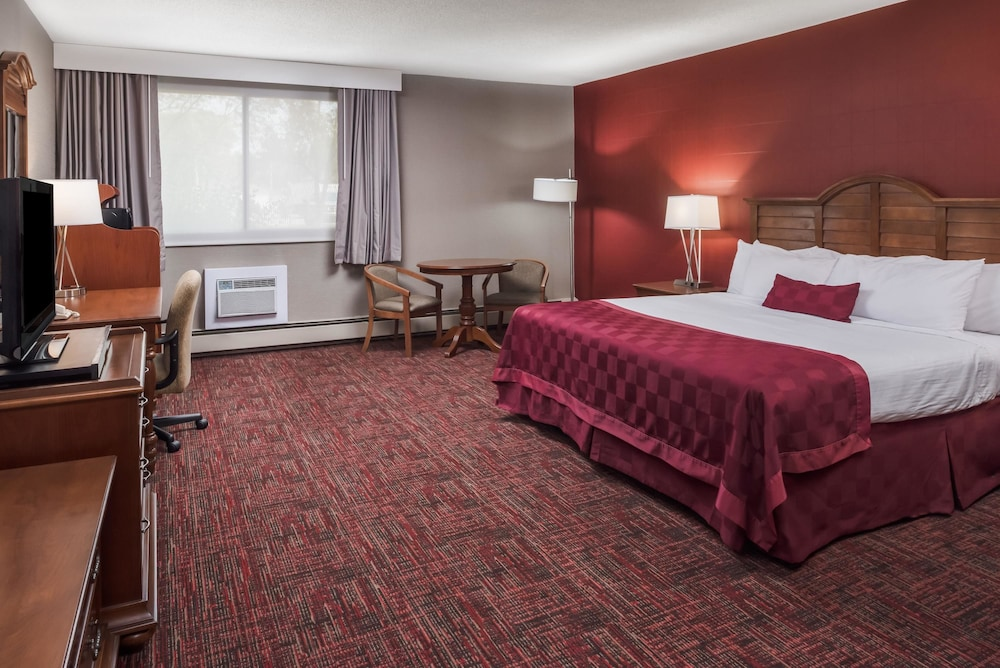 Room, Ramada by Wyndham Grand Forks