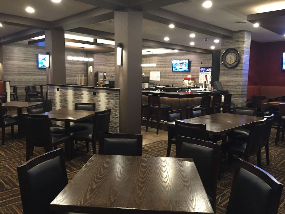 Bar, Ramada by Wyndham Grand Forks