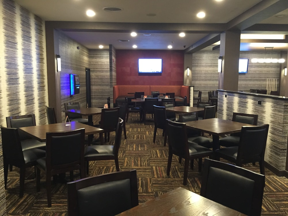 Dining, Ramada by Wyndham Grand Forks