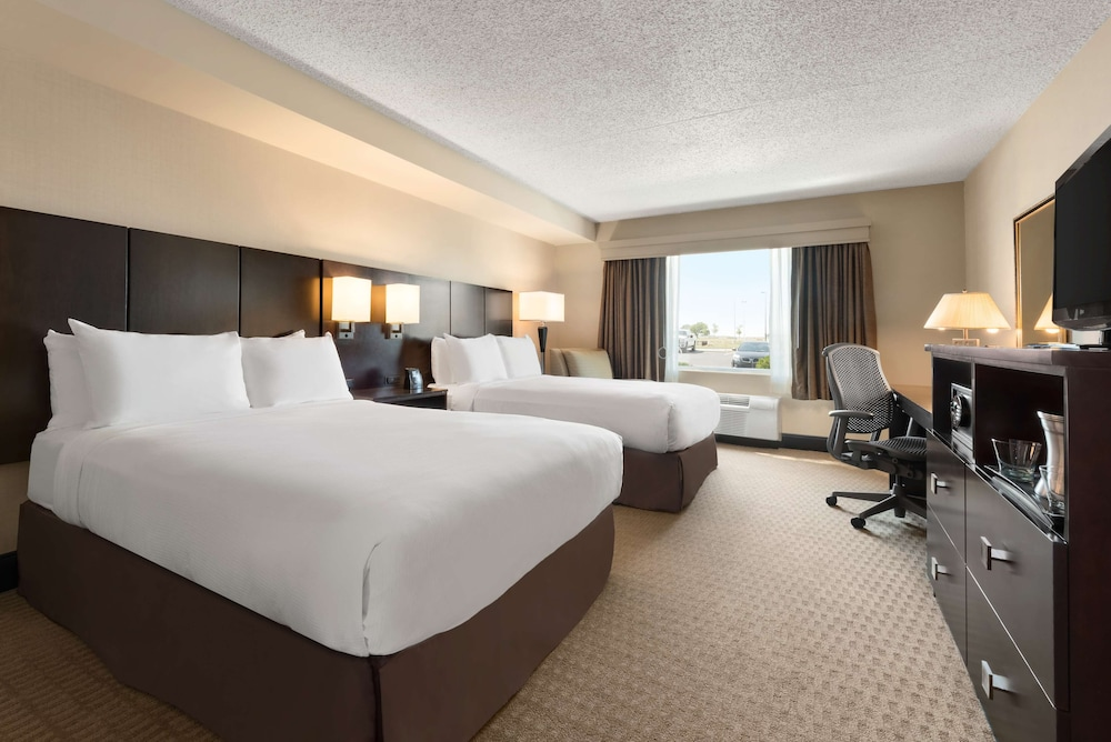 Room, DoubleTree by Hilton Hotel Wichita Airport