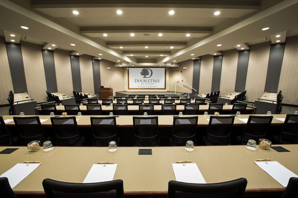 Meeting Facility, DoubleTree by Hilton Hotel Wichita Airport