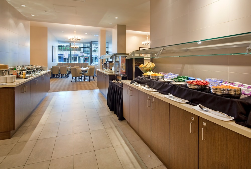 Breakfast buffet, Holiday Inn Vancouver Centre