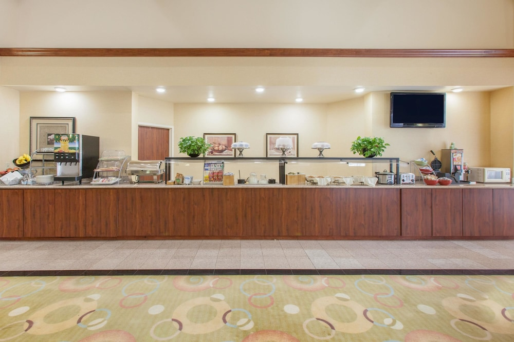 Breakfast Area, Hawthorn Suites by Wyndham Midwest City Tinker AFB