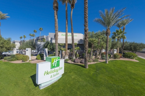 Great Place to stay Holiday Inn & Suites Phoenix Airport North near Phoenix