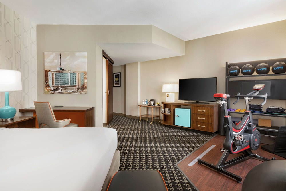 Room, The American Hotel Atlanta Downtown - a DoubleTree by Hilton