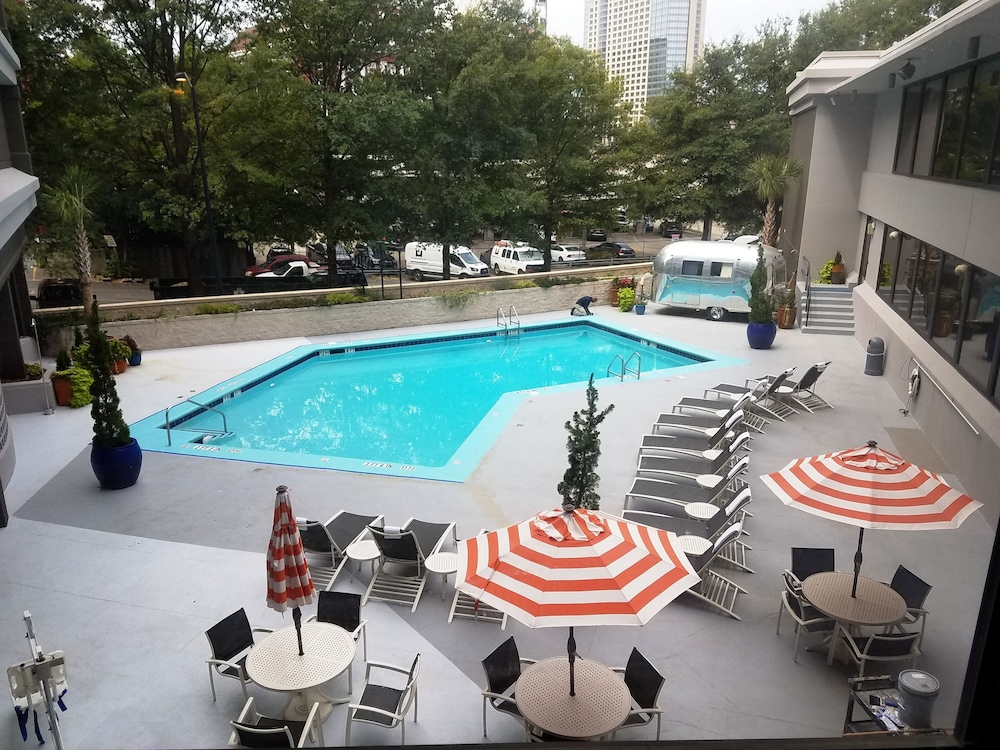 Outdoor Pool, The American Hotel Atlanta Downtown - a DoubleTree by Hilton
