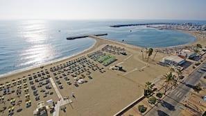 In Strandnähe, Sonnenschirme