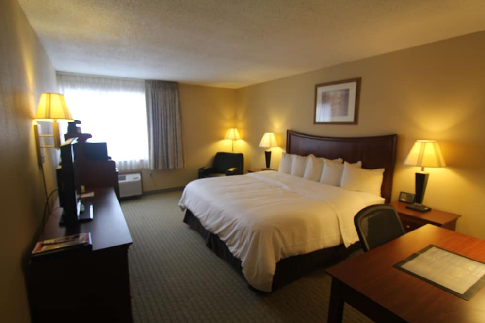 Room, Best Western Plus Wooster Hotel & Conference Center