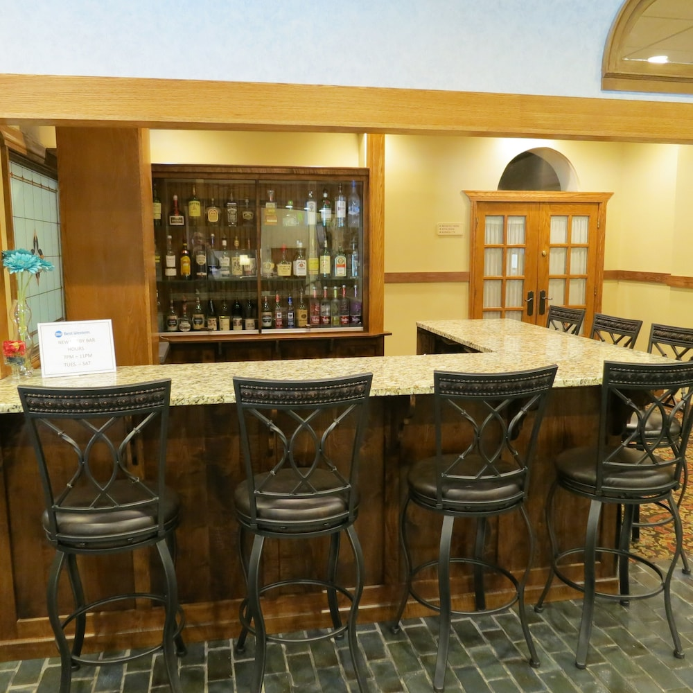 Bar, Best Western Plus Wooster Hotel & Conference Center
