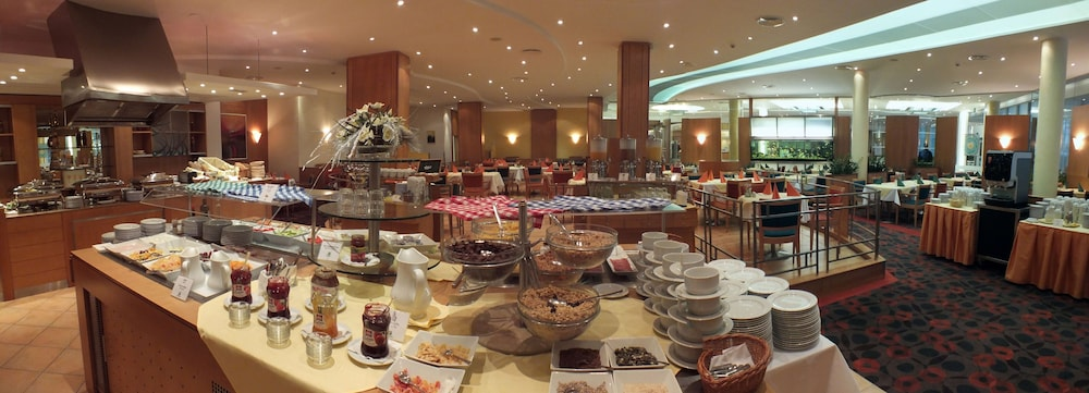 Breakfast buffet, Quality Hotel Brno Exhibition Centre