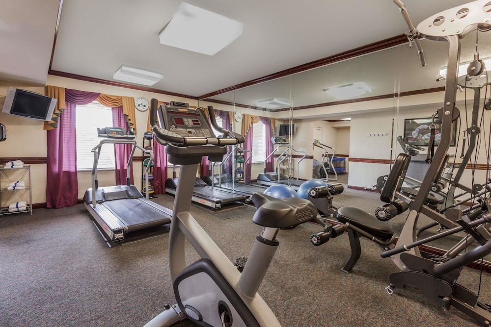 Fitness Facility, Days Inn & Suites by Wyndham Warren
